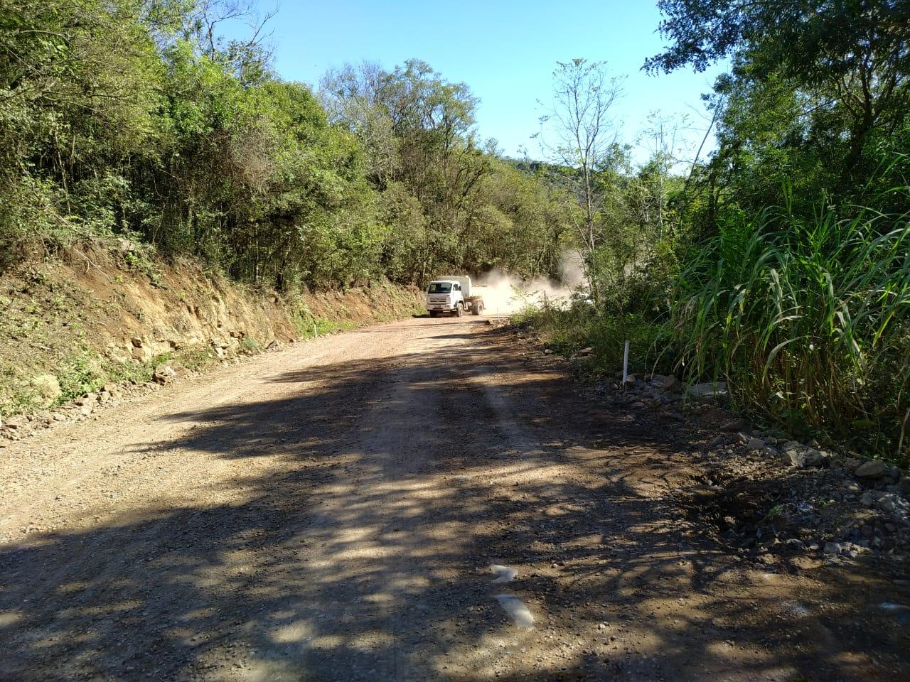 Colinas asfalta estrada da Linha Ano Bom